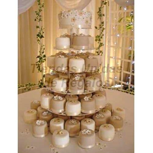 I-quiero.com - TORTA MUFFIN 55 - Codigo:WAM55 - Detalles: Torta de seis niveles a base de mini-tortas. Compuesta por 65 mini-torta de 6cm de diametro, decoradas con masa elastica y un delicioso queque De Vainilla de 10cm de di�metro. - - Para mayores informes llamenos al Telf: 225-5120 o 476-0753.