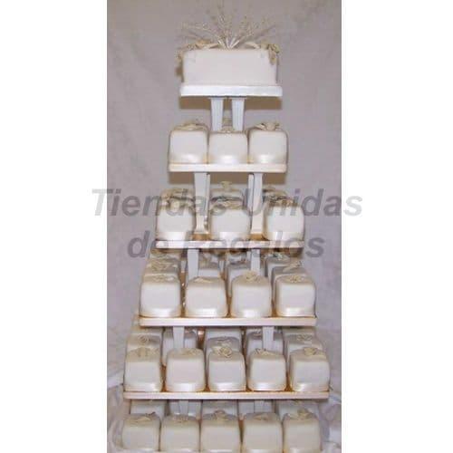 I-quiero.com - TORTA MUFFIN 75 - Codigo:WAM75 - Detalles: Torta de seis pisos a base de mini-tortas. Compuesta por 70 mini-tortas decoradas con masa el�stica  y un delicioso queque De Vainilla de 10cm de di�metro.  - - Para mayores informes llamenos al Telf: 225-5120 o 476-0753.