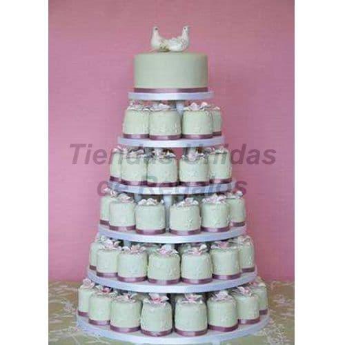 I-quiero.com - TORTA MUFFIN 82 - Codigo:WAM82 - Detalles: Torta de seis niveles a base de mini-tortas. Compuesta por 74 mini-tortas de 6cm de di�metro, decoradas  con masa elastica y un delicioso queque De Vainilla de 10cm de diametro. Incluye figuras modeladas. - - Para mayores informes llamenos al Telf: 225-5120 o 476-0753.