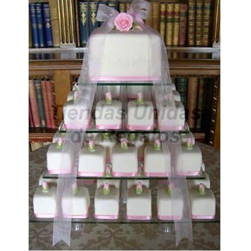 I-quiero.com - TORTA MUFFIN 01 - Codigo:WAM01 - Detalles: Torta de cuatro niveles a base de mini-tortas. Compuesta por 70 mini-tortas de 6x6 cm,  decoradas con masa el�stica y un delicioso queque De Vainilla de 10x10 cm decorado con cinta organza.  - - Para mayores informes llamenos al Telf: 225-5120 o 476-0753.