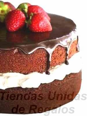 I-quiero.com - Torta Chocolate  02 - Codigo:WCH02 - Detalles: Delicioso Queque de Chocolate relleno con crema chantilly ba�ado por encima con chocolate y decorado con exquisitas fresas.Mide 25cm de diametro. Rinde 25 porciones. - - Para mayores informes llamenos al Telf: 225-5120 o 476-0753.