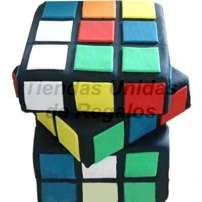 Torta Cubo Rubik - Codigo:WDA02 - Detalles: Delicioso queque ingles en tres niveles, relleno con exquisita fruta confitada y pasas, el decorado es a base de masa elástica. Miden 20 x 20 cm c/u. y 18cm de altura segun cubo, La torta tiene 3 pisos - - Para mayores informes llamenos al Telf: 225-5120 o 4760-753.