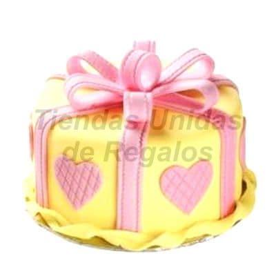 Torta Regalo corazon - Codigo:WDA06 - Detalles: Delicioso queque ingles relleno exquisita fruta confitada y pasas y  decorado finamente con masa elástica, en forma de una cajita redonda de regalo decorado con corazones.Mide 20cm de diametro  - - Para mayores informes llamenos al Telf: 225-5120 o 4760-753.
