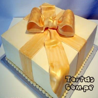 Torta  Regao Especial - Codigo:WDA13 - Detalles: Delicioso queque ingles relleno de exquisita fruta confitada y pasas y decorado finamente con masa elástica, en forma de una cajita  de regalo decorado .Mide 20 x 20cm.  - - Para mayores informes llamenos al Telf: 225-5120 o 4760-753.