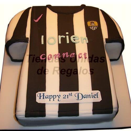 Deliregalos.com - Tortas Football 07 - Codigo:WFU07 - Detalles: Keke De Vainilla  , el keke esta finamente decorado en masa el�stica, Medidas: 30cm alto x 20cm largo   - - Para mayores informes llamenos al Telf: 225-5120 o 476-0753.