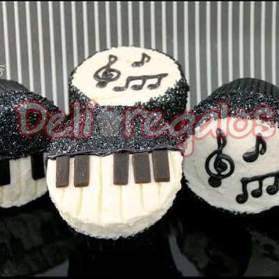 Muffins C.Criolla - Codigo:WHL06 - Detalles: Deliciosos 4 muffins de vainilla, ba�ados con manjar blanco y decorados con masa elastica segun imagen. El presente viene en una caja de regalo. - - Para mayores informes llamenos al Telf: 225-5120 o 4760-753.