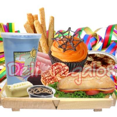 Desayuno en Bandeja de pino 12 - Codigo:WHL12 - Detalles: Exclusiva bandeja de madera con patitas , jugo de naranja, sandwich de lomito ahumado, porcion de mantequilla, porcion de mermelada, palitos de queso, postre de tres leches, muffin con decoracion de ara�a, decoracion a base de serpentina. - - Para mayores informes llamenos al Telf: 225-5120 o 4760-753.