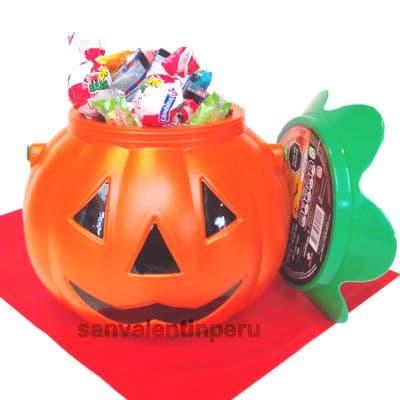 Cubo halloween - Codigo:WHL17 - Detalles: Presente comprendido por una linda calabaza con medidas 14x14cm y 14cm de profundidad, lleno de dulces variados con motivos de halloweeen. - - Para mayores informes llamenos al Telf: 225-5120 o 4760-753.
