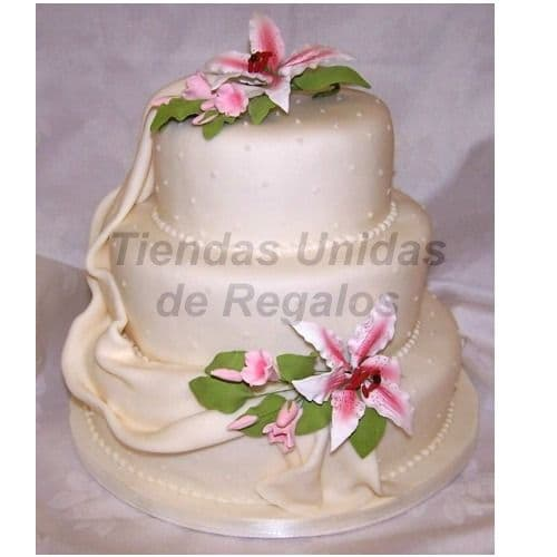 Tortas.com.pe - Torta Matrimonio 34 - Codigo:WMA34 - Detalles: Delicioso queque De Vainilla   y decorada finamente en masa el�stica, MED. 1er Nivel 35Cmt, 2do Nivel 25Cmt, 3er Nivel 15Cmt de di�metro. Incluye decoracion en flores naturales. Este producto se realiza con 7 d�as de anticipaci�n, cualquier modificaci�n que desee realizar es previa coordinaci�n con la central. Todas las tortas vienen con una base de aluminio, el costo por una base diferente como blondas, masa el�stica u otros se cotizar� de manera independiente al producto. Las fotos solamente hacen referencia a la presentaci�n final del pastel. Todas las tortas vienen con una base de aluminio, el costo por una base diferente como blondas, masa el�stica u otros se cotizar� de manera independiente al producto. Las fotos solamente hacen referencia a la presentaci�n final del pastel.  - - Para mayores informes llamenos al Telf: 225-5120 o 476-0753.