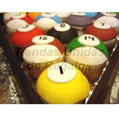 Tortas.com.pe - Muffin Art�stico 07 - Codigo:WMF07 - Detalles: 15 muffins finamente decorados con masa el�stica y figuras representativas de juego de billar. - - Para mayores informes llamenos al Telf: 225-5120 o 476-0753.