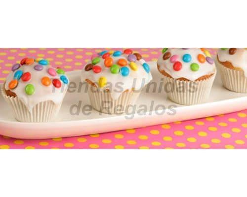 Tortas.com.pe - Muffin Art�stico 15 - Codigo:WMF15 - Detalles: 4 muffins de vainilla decorados con  masa elastica y lentejas. - - Para mayores informes llamenos al Telf: 225-5120 o 476-0753.