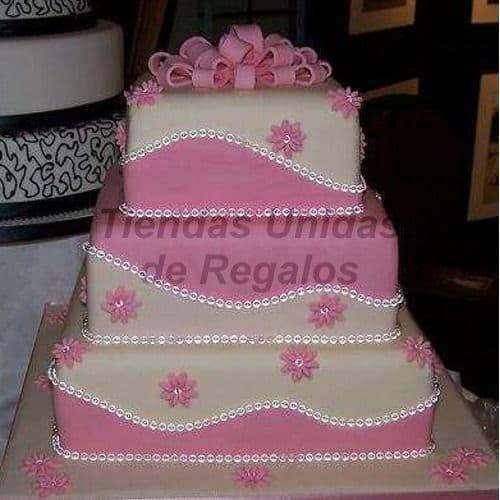 Torta Bebe 16 - Codigo:WNA16 - Detalles: Torta a base de keke ingles con medida de 20 x 20cm el primero piso, y 15 x 15cm el segundo piso y 10 x 10cm el tercero. Incluye lazo en azucar y decoraciones. - - Para mayores informes llamenos al Telf: 225-5120 o 4760-753.