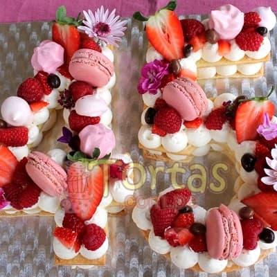 Deliregalos.com - Torta Flores y Numeros 11 - Codigo:WNU11 - Detalles: Delicioso keke de vainilla relleno con capas de buttercream incluye tres capas de keke y dos de buttercream. Incluye decoracion segun imagen. Letra Personalizable. Tama�o 20x10cm.  cada uno - - Para mayores informes llamenos al Telf: 225-5120 o 476-0753.