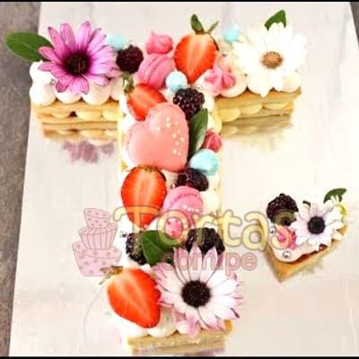 Tortas.com.pe - Deliciosos kekes de vainilla relleno con capas de buttercream incluye tres capas de keke y dos de buttercream. Incluye decoracion segun imagen. Letra Personalizable. Tama�o 20x10cm. la letra y de 5cm el corazon. - Atendemos 24 horas. Llamar al 225-5120 o via Whatsapp: 980-660044