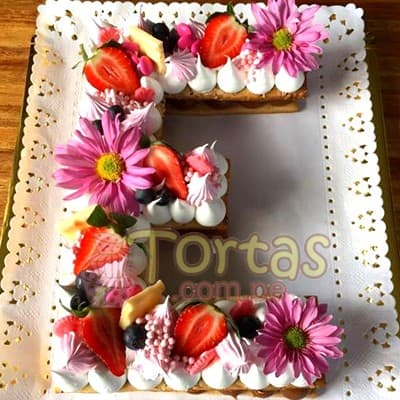 Tortas.com.pe - Torta Letra y Flores 18 - Codigo:WNU18 - Detalles: Deliciosos kekes de vainilla relleno con capas de buttercream incluye tres capas de keke y dos de buttercream. Incluye decoracion segun imagen. Letra Personalizable. Tama�o 20x20cm.  cada uno - - Para mayores informes llamenos al Telf: 225-5120 o 476-0753.