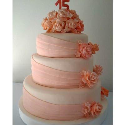 Deliregalos.com - Torta quincea�era 24 - Codigo:WQC24 - Detalles: Deliciosa torta de keke De Vainilla   , ba�ada con manjar blanco y forrada con masa elastica con las siguientes medidas: 1er piso de 35cm de di�metro, 2do piso de 25cm de di�metro, 3er piso de 20cm de di�metro, rosas modeladas en azucar, incluye n�mero modelado - - Para mayores informes llamenos al Telf: 225-5120 o 476-0753.