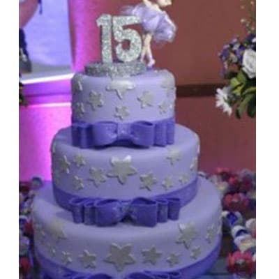 Deliregalos.com - Torta quincea�era 33 - Codigo:WQC33 - Detalles: Deliciosa torta de keke De Vainilla   , ba�ada con manjar blanco y forrada con masa elastica con las siguientes medidas: 1er piso de 25cm de di�metro, 2do piso de 20cm de di�metro, 3er piso de 15cm de di�metro, dise�o seg�n imagen, incluye n�mero modelado con masa el�stica no comestible, no incluye mu�eca - - Para mayores informes llamenos al Telf: 225-5120 o 476-0753.