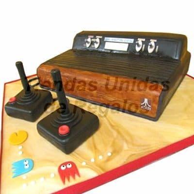 Diloconrosas.com - Torta Atari 80s - Codigo:TRR12 - Detalles: Delicioso queque De Vainilla finamente decorado con masa el�stica en forma de Atari 80s. Medidas del queque principal: 21cm x 10cm. Incluye tambien 2 mandos modelados en queque y la base en masa el�stica.  - - Para mayores informes llamenos al Telf: 225-5120 o 476-0753.