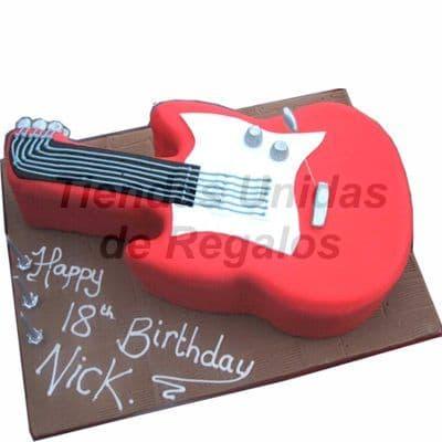 Diloconrosas.com - Torta Guitarra electrica - Codigo:TRR20 - Detalles: Delicioso queque De Vainilla relleno con exquisita fruta confitada, el decorado es a base de masa el�stica. La torta tiene el modelo de Guitarra el�ctrica,. Medidas: 30cm x 20cm .  - - Para mayores informes llamenos al Telf: 225-5120 o 476-0753.