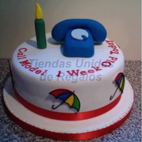 Diloconrosas.com - Torta Telefonito - Codigo:TRR30 - Detalles: Deliciosa Torta de Cake De Vainilla rellena con frutos secos cubierta con Masa el�stica.  Esta compuesta por 1 queque de 20cm de diametro y telefono modelado en azucar.   - - Para mayores informes llamenos al Telf: 225-5120 o 476-0753.
