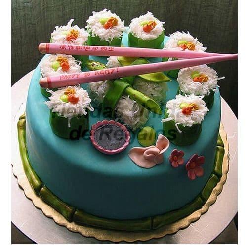 Diloconrosas.com - Torta Sushi - Codigo:TRR47 - Detalles: Deliciosa Torta de Cake De Vainilla rellena con fruta confitada cubierta con Masa el�stica.  Esta compuesta por 1 queque de 20cm de diametro con sushi modelado en azucar. - - Para mayores informes llamenos al Telf: 225-5120 o 476-0753.