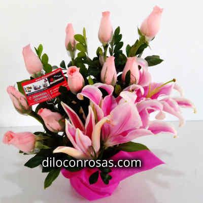 Arreglo de Rosas 03 - Codigo:XBR03 - Detalles: Lindo arreglo compuesto por 10 rosas importadas en tono rojo, gracenia, plantas y follajes de estaci�n, todo en una bonita base de mimbre, incluye una tarjeta de dedicatoria. - - Para mayores informes llamenos al Telf: 225-5120 o 4760-753.