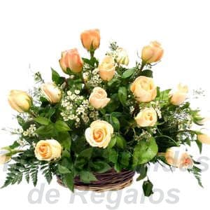 Arreglo de Rosas 13 - Codigo:XBR13 - Detalles: Hermoso detalle compuesto por 18 rosas importadas, plantas y follajes de estación, todo en una linda cesta de mimbre, incluye una tarjeta de dedicatoria. Este producto deberá ser ordenado con 2 dias utiles de anticipación. Si el pedido es realizado el mismo día  nuestra tienda podrá cambiar el color de las rosas. - - Para mayores informes llamenos al Telf: 225-5120 o 4760-753.