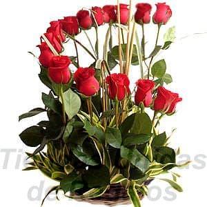 Arreglo de Rosas 18 - Codigo:XBR18 - Detalles: Hermoso arreglo en forma de media luna compuesta por 15 rosas importadas, follaje de estacion, todo en una elegante cesta de mimbre, incluye una tarjeta de dedicatoria. - - Para mayores informes llamenos al Telf: 225-5120 o 4760-753.