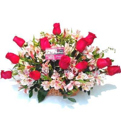 Arreglo de Rosas 20 - Codigo:XBR20 - Detalles: Elegante arreglo compuesto por 12 rosas importadas, astromelias, plantas y follajes de estaci�n, todo en una linda base de mimbre. - - Para mayores informes llamenos al Telf: 225-5120 o 4760-753.