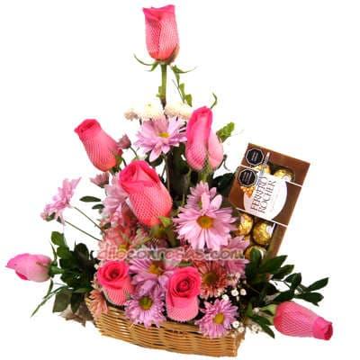 18 rosas globo y Vino Tacama - Codigo:XBR23 - Detalles: Hermoso detalle en cesta de mimbre compuesto por 18 rosas importadas, un globo grande de 20cm de diametro con el mensaje Feliz Dia y un exquisito vino blanco Tacama. - - Para mayores informes llamenos al Telf: 225-5120 o 4760-753.