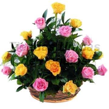 Arreglo de Rosas 25 - Codigo:XBR25 - Detalles: Hermoso arreglo floral compuesto por 10 rosas amarillas, 9 rosas rosadas, plantas y follajes de estación, todo en una linda base de mimbre, incluye una tarjeta de dedicatoria. Este producto deberá ser ordenado con 2 dias utiles de anticipación. Si el pedido es realizado el mismo día  nuestra tienda podrá cambiar el color de las rosas.   - - Para mayores informes llamenos al Telf: 225-5120 o 4760-753.