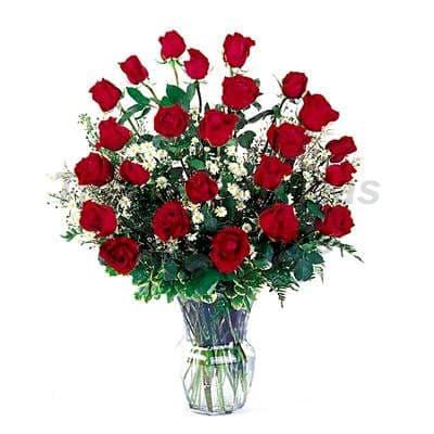 Arreglo de Rosas 29 - Codigo:XBR29 - Detalles: Impresionante florero conteniendo 24 rosas rojas  importadas con flores y follajes de estaci�n. Incluye tarjeta de dedicatoria. Este producto deber� ser ordenado con 2 dias utiles de anticipaci�n. Si el pedido es realizado el mismo d�a  nuestra tienda podr� cambiar la presentaci�n a una cesta de mimbre. - - Para mayores informes llamenos al Telf: 225-5120 o 4760-753.