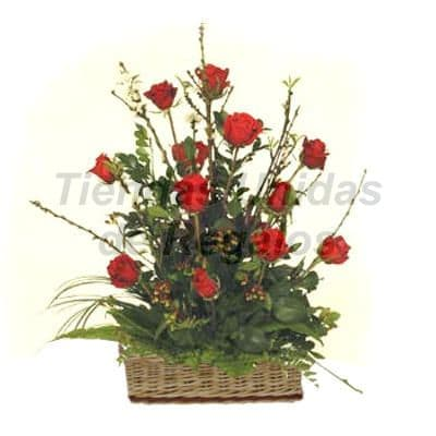 Arreglo de  Rosas 35 - Codigo:XBR35 - Detalles: Este producto contiene:   Arreglo compuesto por 12 preciosas rosas importadas,  palitos r�sticos, follajes de estaci�n, todo en una linda base de mimbre dedicatoria.  - - Para mayores informes llamenos al Telf: 225-5120 o 4760-753.