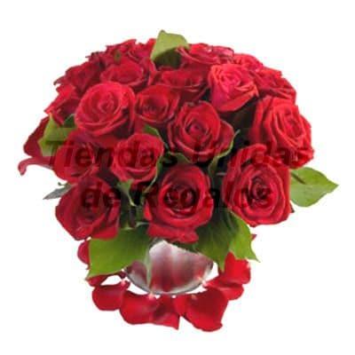 Florero de 20 Rosas - Codigo:XBR36 - Detalles: Impresionante arreglo compuesto por 20 rosas en tono rojo, plantas y follajes de estación, incluye florero. Este producto deberá ser ordenado con 2 dias utiles de anticipación. Si el pedido es realizado el mismo día  nuestra tienda podrá cambiar el color de las rosas. - - Para mayores informes llamenos al Telf: 225-5120 o 4760-753.