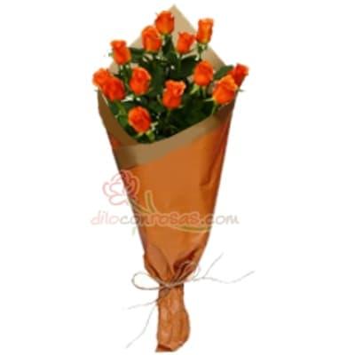 Arreglo de rosas 41 - Codigo:XBR41 - Detalles: Lindo ramo de rosas compuesto de 12 finas rosas importadas, vienen en tono naranja. Incluye tarjeta dedicatoria. Este producto debe ser pedido con 1 día útil de anticipación, de lo contrario la empresa podrá cambiar el color de las rosas para que su pedido llegue el mismo día de la entrega. El ramo viene en papel especial de color e incluye papel celofan en la parte externa   - - Para mayores informes llamenos al Telf: 225-5120 o 4760-753.