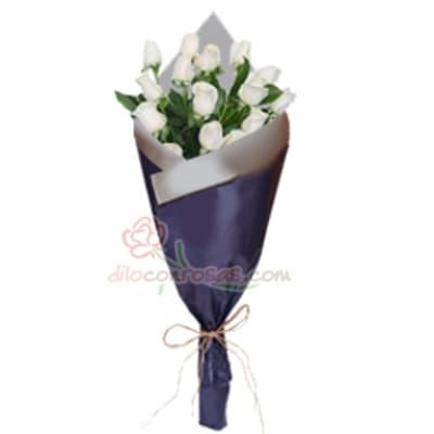 Arreglo de rosas 42 - Codigo:XBR42 - Detalles: Lindo ramo de rosas compuesto de 12 finas rosas importadas, vienen en tono blanco. Incluye tarjeta dedicatoria. Este producto debe ser pedido con 1 d�a �til de anticipaci�n, de lo contrario  la empresa podr� cambiar el color de las rosas para que su pedido llegue el mismo d�a de la entrega. El ramo viene en papel especial de color e incluye papel celofan en la parte externa   - - Para mayores informes llamenos al Telf: 225-5120 o 4760-753.