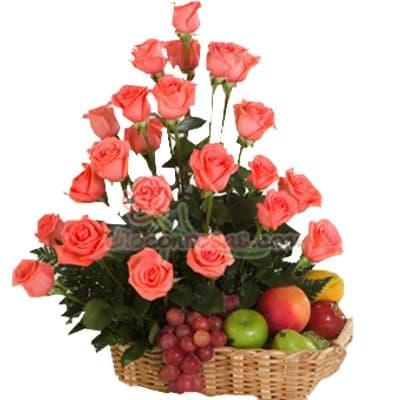 Arreglo de rosas 44 - Codigo:XBR44 - Detalles: Arreglo floral compuesto de 24 finas rosas en tono rosado, acompañadas de un cesto de mimbre, el cual contiene deliciosas frutas. Este producto deberá ser ordenado con 2 días útiles de anticipación de lo contrario, la empresa podrá cambiar el color de las rosas para que su pedido llegue el mismo día de la entrega. - - Para mayores informes llamenos al Telf: 225-5120 o 4760-753.