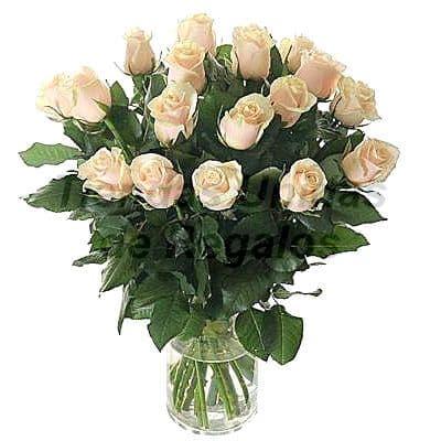 Florero 10 - Codigo:XFR10 - Detalles: Elegante florero de 16 rosas blancas importadas, incluye tarjeta de dedicatoria. Este pedido se realiza con 24 horas de anticipaci�n. - - Para mayores informes llamenos al Telf: 225-5120 o 4760-753.