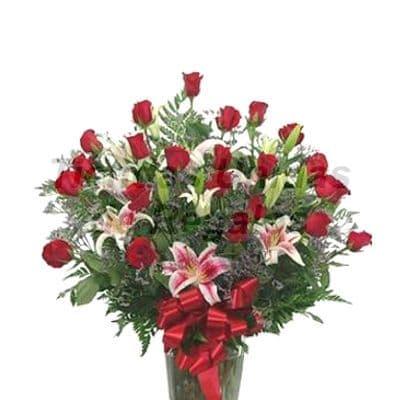 Florero 11 - Codigo:XFR11 - Detalles: Elegante florero de 22 rosas importadas, 8 liliums perfumados, incluye tarjeta de dedicatoria. Este pedido se realiza con 24 horas de anticipaci�n. - - Para mayores informes llamenos al Telf: 225-5120 o 4760-753.