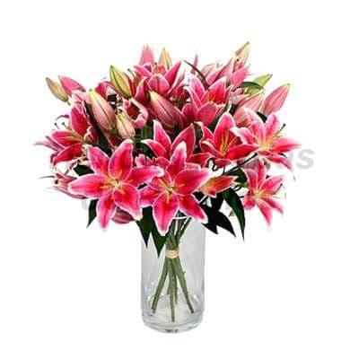 Florero 18 - Codigo:XFR18 - Detalles: Elegante florero de 25 frondosos liliums perfumados importados, incluye tarjeta de dedicatoria. Este pedido se realiza con 24 horas de anticipaci�n. - - Para mayores informes llamenos al Telf: 225-5120 o 4760-753.