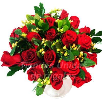 Florero 26 - Codigo:XFR26 - Detalles: Elegante florero de 11 rosas rojas importadas, plantas de decoraci�n,forrado con papel ceda de color blanco y marron, incluye tarjeta de dedicatoria. Este pedido se realiza con 24 horas de anticipaci�n. - - Para mayores informes llamenos al Telf: 225-5120 o 4760-753.